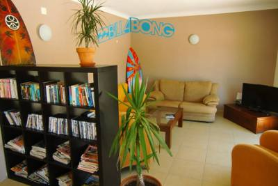 deluxe surfhouse lounge